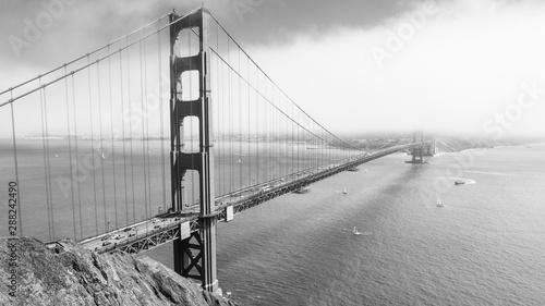 Valokuvatapetti golden gate bridge construction of safety net