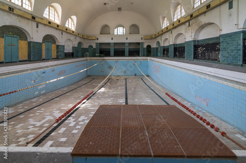 Cuadros en Lienzo  Swimming pool at former historical headquarters barracks, Haus der Offiziere a