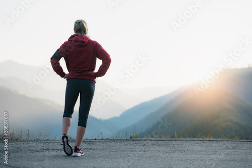 Fotomural Athlete at the top of the mountain.