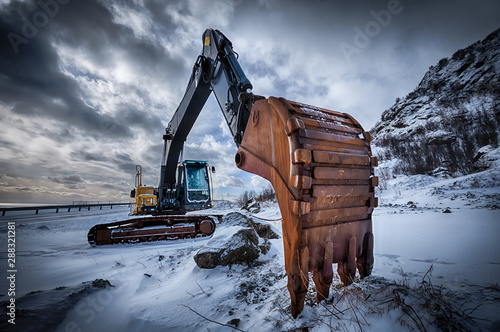 Old excavator in winter Canvas-taulu