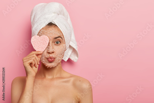 Pinturas sobre lienzo  Reducing pores and cleansing concept