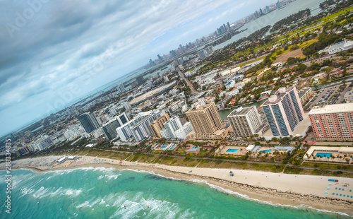 Amazing aerial view of Miami Beach, buildings and beach on a sunny day Tablou Canvas