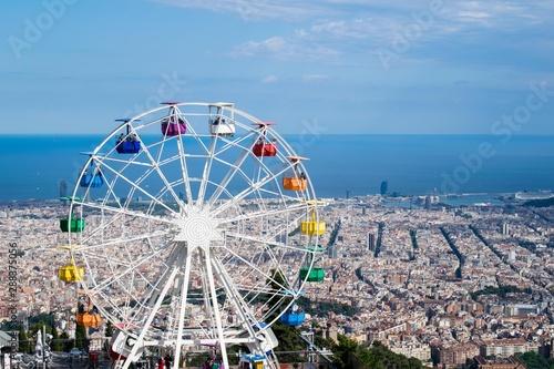 Fotografia Colourful Ferris Wheel Amusement Park Tibidabo in Barcelona