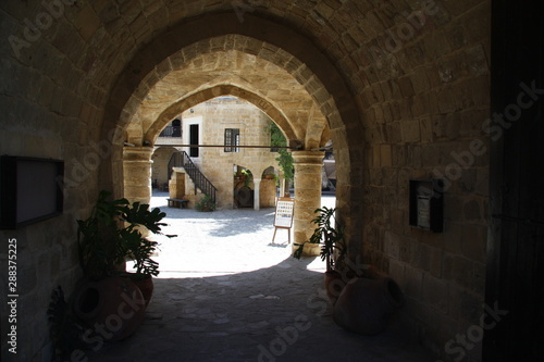 ancient building © Hermesphotos