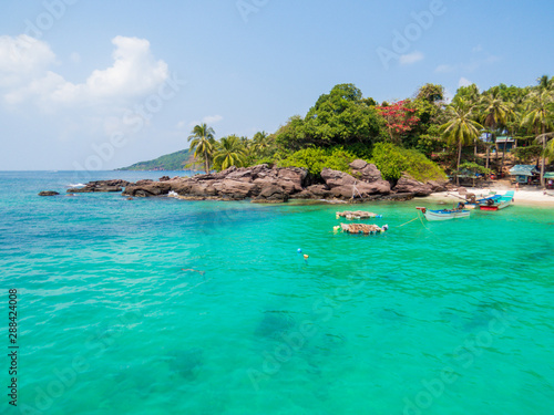 Poster Tropical plage View of Dam Ngang Island (or May Rut Island) in the An Thoi Archipelago, Phu Quoc, Vietnam