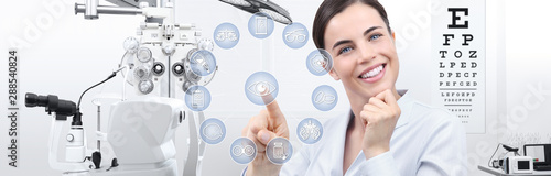 Fotografia concept of eye examination, smiling woman touch screen with icons in optometrist
