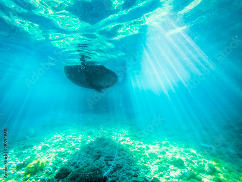 Foto auf Leinwand Turkis Underwater view of the anchored tourist boat