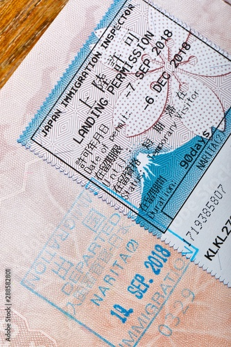 La pose en embrasure Fleur Japanese passport stamp for entring the country