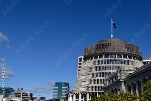 Fotomural New Zealand parliament buildings with skyline in the background