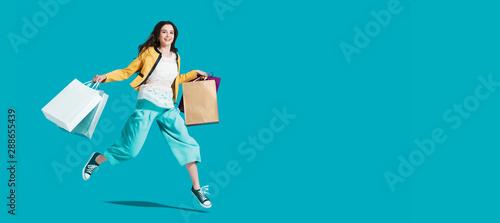 Cuadros en Lienzo  Cheerful happy woman enjoying shopping
