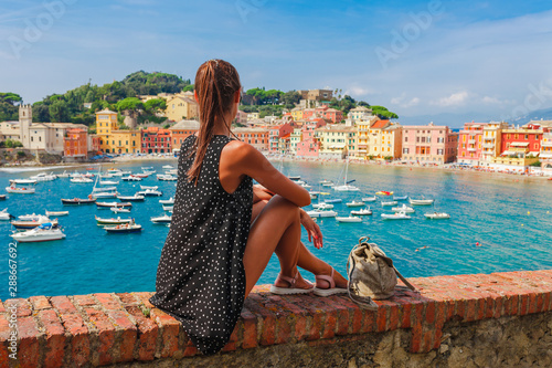 Photographie  Tourist woman in Sestri Levante, Liguria, Italy