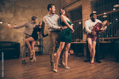 Naklejki taniec full-body-low-angle-photo-of-cheerful-men-and-women-dance-celebrate-christmas-time-x-mas-party-in-house-with-newyear-decoration-indoors