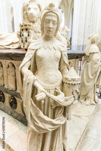 In de dag Zuid-Amerika land François II Tomb Statue Representing Moral Force Virtue in Nantes Cathedral Saint-Pierre and Saint-Paul, France