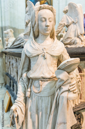 In de dag Zuid-Amerika land François II Tomb Two Faced Statue Representing Prudence Virtue in Nantes Cathedral Saint-Pierre and Saint-Paul, France
