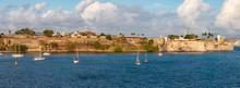 Kleine Segelboote Im Hafen Vo...