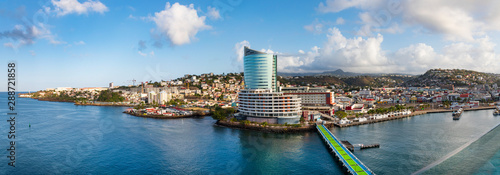 Foto  Im Hafen von Fort de France auf der Insel Martinique- ein Panorama