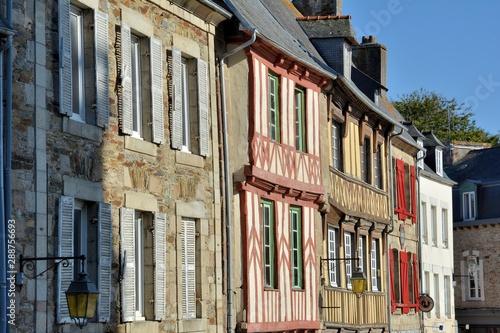 Photo Magnifiques façades de la petite cité de caractère de Tréguier en Bretagne