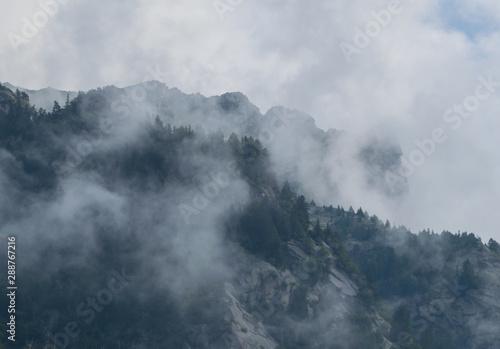 Photo nubi e nebbia in val di mello