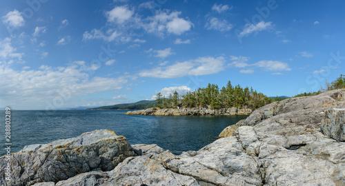 Foto Entrance to Smuggler Cove Park from cliffs, Sunshine Coast, Canada