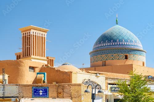 Obraz na płótnie Windcatcher tower and dome of Seyed Rokn Addin Mausoleum, Yazd