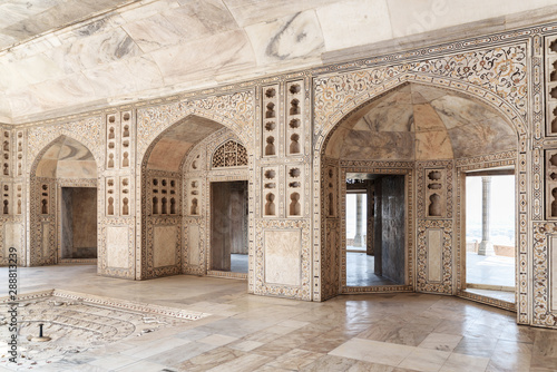 Photo Gorgeous view of the Diwan-i-Khas at the Agra Fort, India