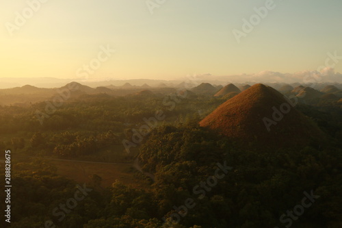 Poster Marron chocolat Chocolate hills Philippines sunrise