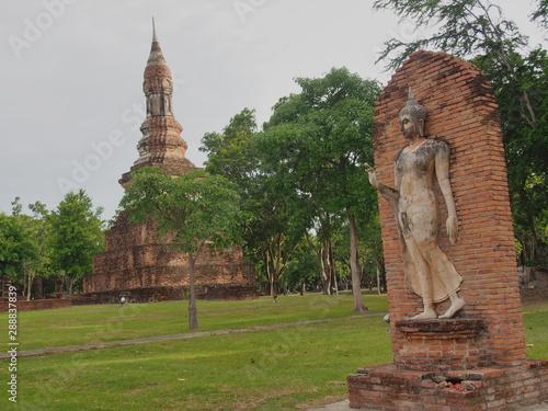 фотография Sukhothai Historical Park Phra Pang Leela Statue.