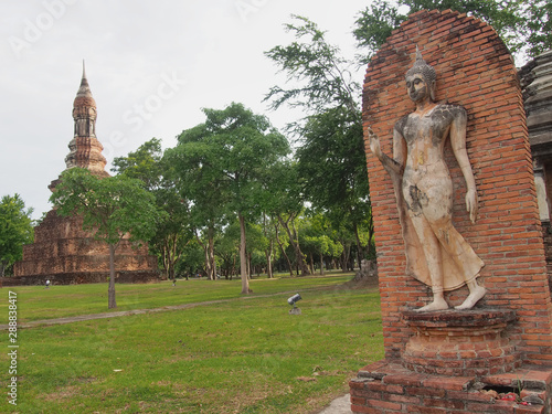 Sukhothai Historical Park Phra Pang Leela Statue. фототапет