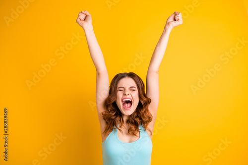 Canvastavla Photo of wavy curly shouting grimacing pretty cute girlfriend expressing her rej