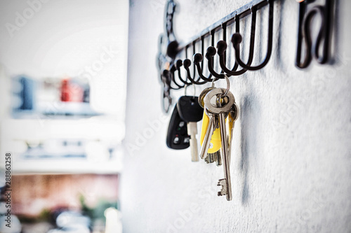 Poster Historisch geb. Close-up of various keys hanging on hook