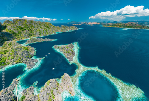 Photo  Aerial view of beautiful lagoons and limestone cliffs of Coron, Palawan, Philipp