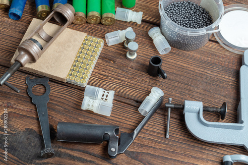 reloading process shotgun shells with special reload equipment Fototapete