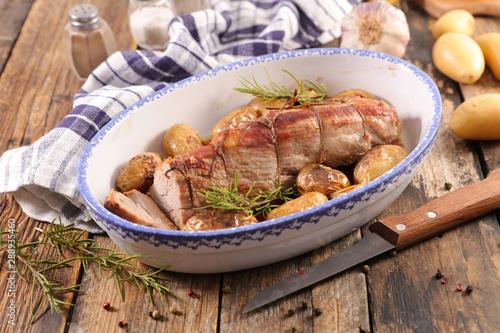 Papiers peints Pierre, Sable filet mignon cooked with potatoes
