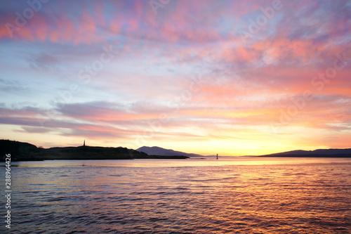 Obraz na płótnie Sunset at the port entrance in Oban in the Scottish highlands