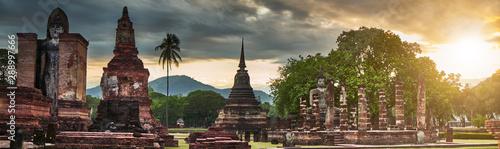 Photo view of wat mahathat sukhothai historical park thailand