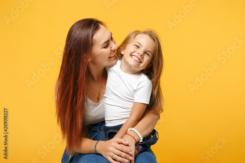 Carta da parati  Woman in light clothes have fun with cute child baby girl 4-5 years old