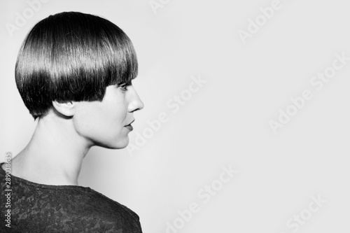 Fotomural Young woman with short haircut
