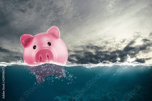 Fotografía  Lonely piggy bank sails in bad waters due to the crisis