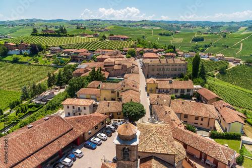 Photo panoramic view of Barbaresco Italy