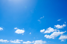 【写真素材】 青空 空 飛行機雲 夏の空 秋 背景 背景素材 9月 コピースペース