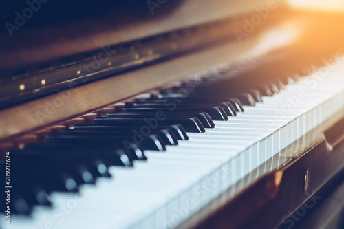 Fotografía  selective and soft focus of piano keys for music background