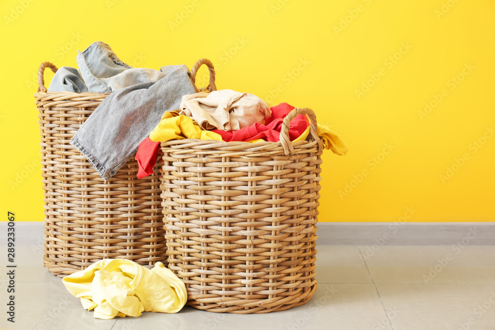 Fototapety, obrazy: Baskets with dirty laundry on floor