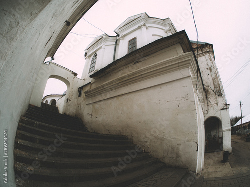 Fototapety, obrazy: An arch and stairs through the fish eye