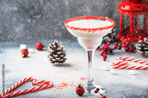 Fototapety, obrazy: Snow daiquiri, Christmas or New Year alcoholic cocktail with rum and cream with red decor in festive setting, copy space
