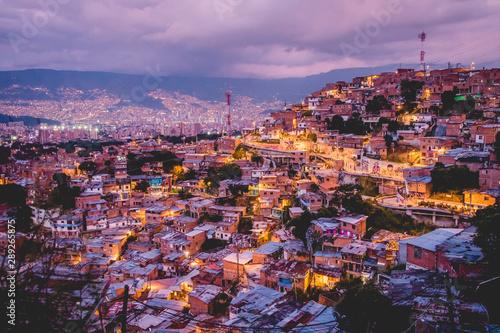Obraz na plátne  Medellin Comuna 13 de nuit