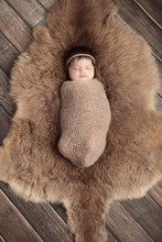 Lovely Newborn Baby Photography With Wood Floor