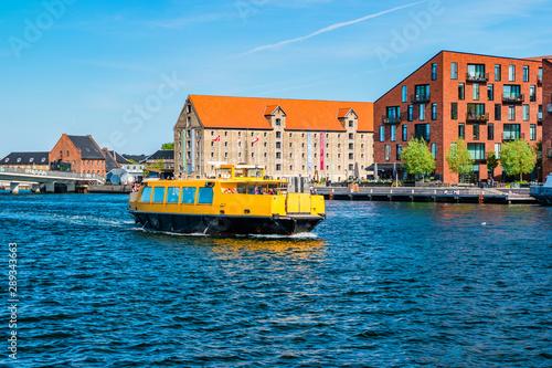 Foto auf AluDibond Schiff Kroyers Plads buildings in the Christianshavn neighbourhood of central Copenhagen, Denmark. View from Havnepromenade