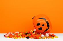 Halloween Jack O Lantern Bucke...
