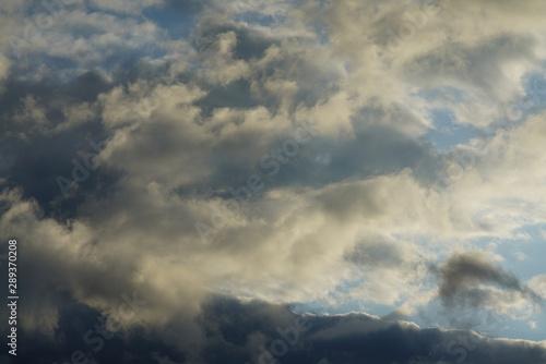 Montage in der Fensternische Darknightsky Cloudy sky