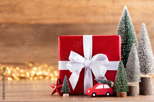 Photo sur Toile Amsterdam Christmas gift boxes with ribbons and tree on bokeh background.
